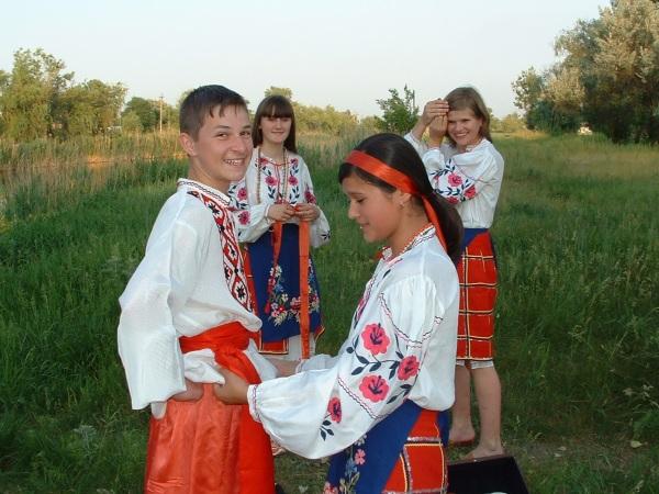 Фотоальбом, фото съемок клипа, про нее.  Для съемок клипа, были использованы национальные Украинские костюмы.